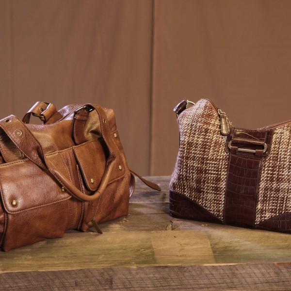 Väskor modell mellan